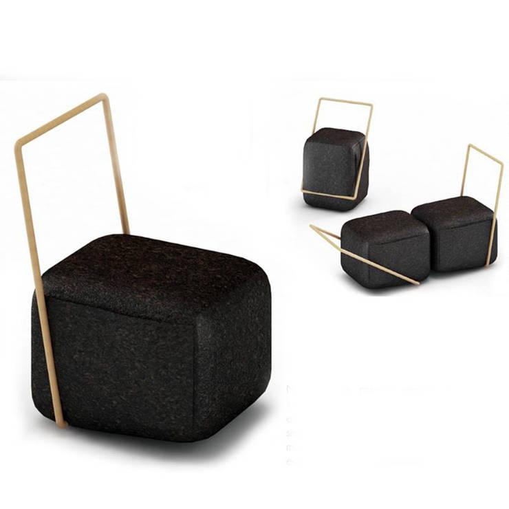 Mojo – Cork Seat: Sala de estar  por ad+r Creative Studio