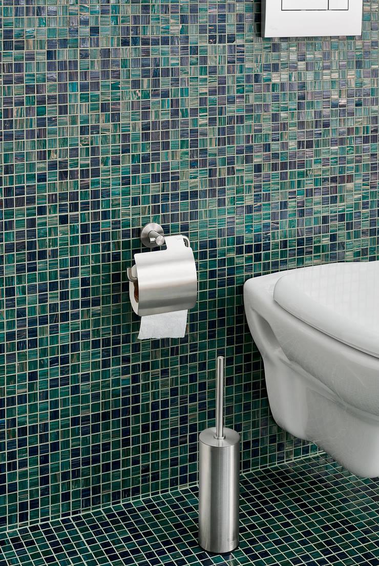 Sala de Banho com Fuoco FUJI: Casas de banho  por Elements Mosaic