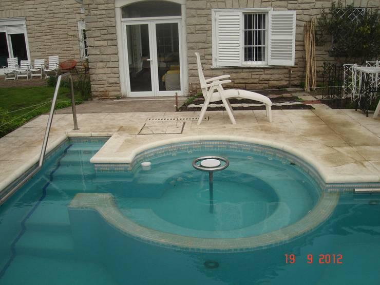 Pool by Arquitectos del Sur