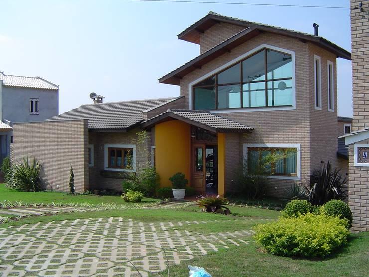 Projekty, rustykalne Domy zaprojektowane przez GATE Arquitetos Associados