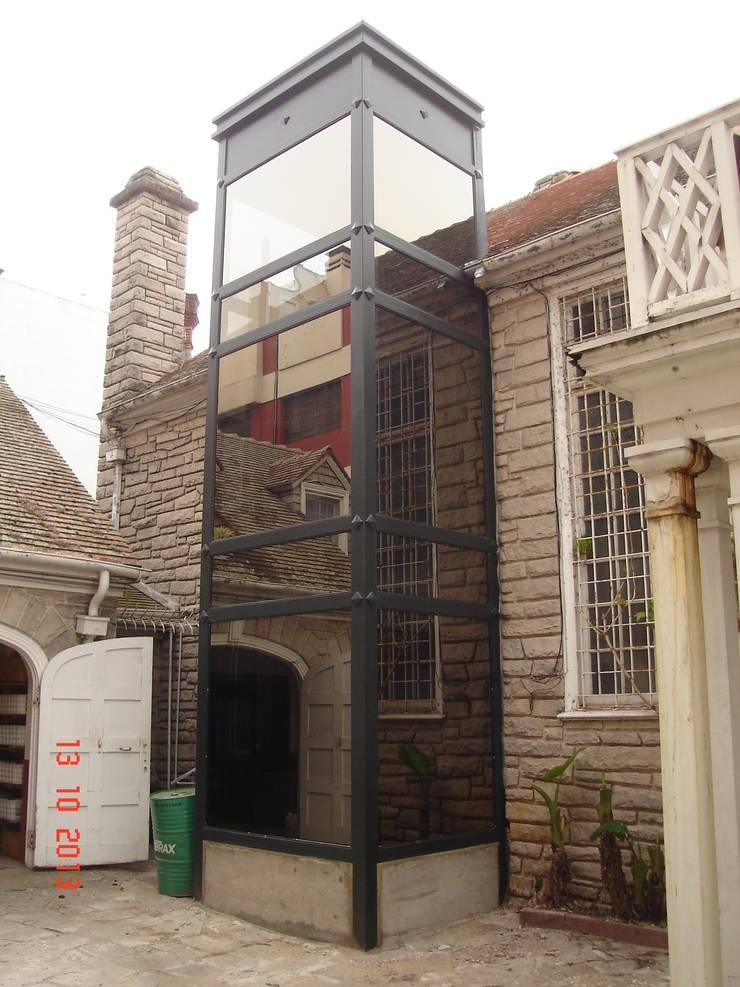 Casa – Mar del Plata: Casas de estilo  por Arquitectos del Sur,Clásico