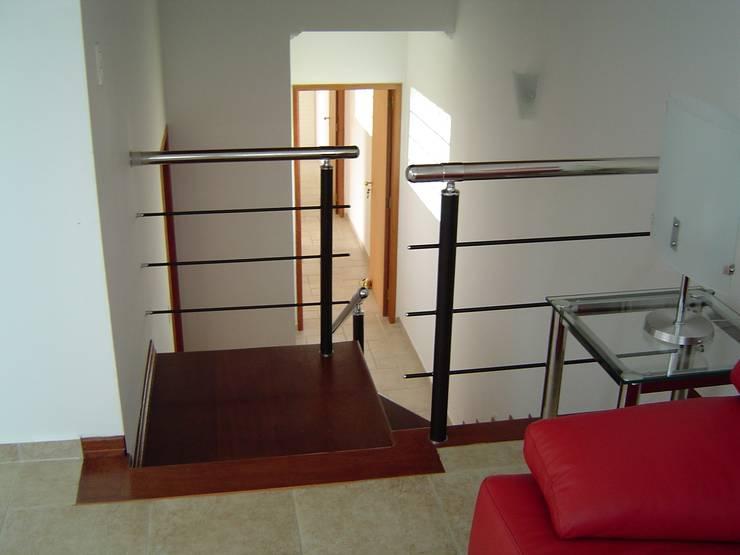 Salas / recibidores de estilo  por GATE Arquitetos Associados