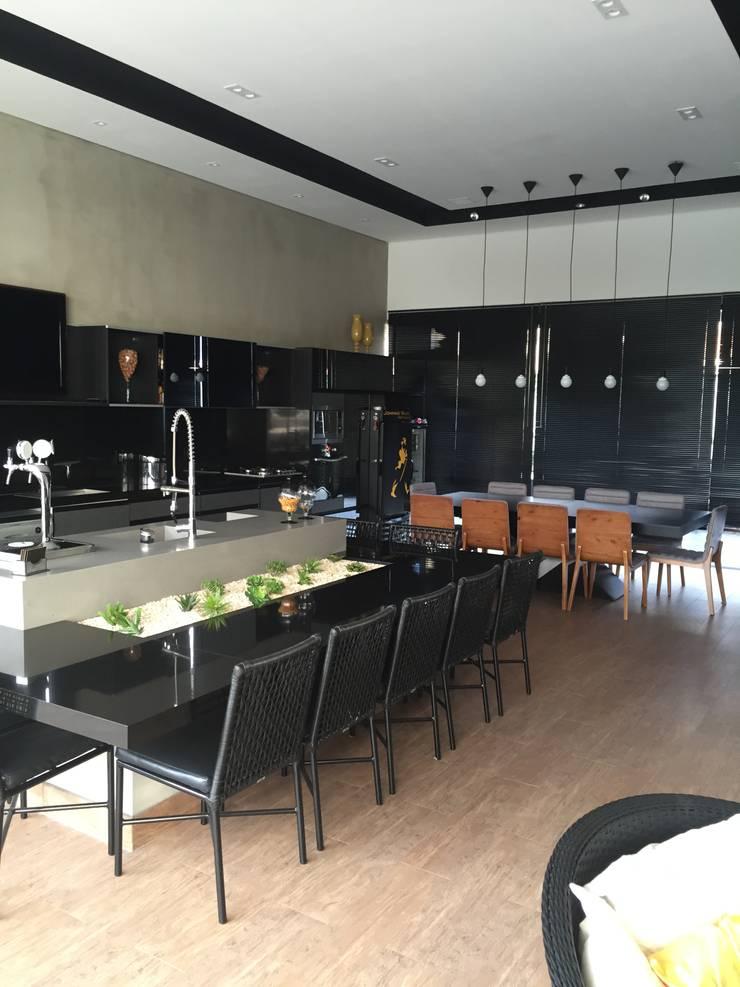 RESIDÊNCIA G   R: Cozinhas  por ALESSANDRA ORSI - Arquitetura + Interiores