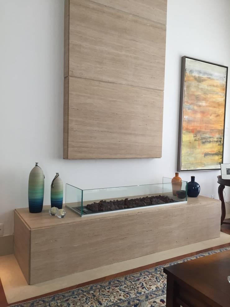 RESIDÊNCIA A | W: Salas de estar  por ALESSANDRA ORSI - Arquitetura + Interiores