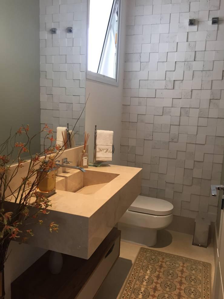 RESIDÊNCIA A | W: Banheiros  por ALESSANDRA ORSI - Arquitetura + Interiores