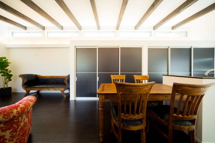 緑洞の家 ダイニング: フォーレストデザイン一級建築士事務所が手掛けたです。