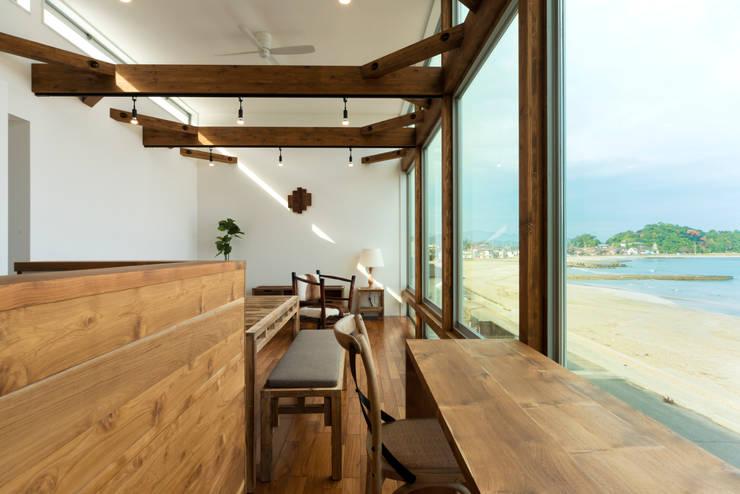 空と海な家 ワークスペース: フォーレストデザイン一級建築士事務所が手掛けたアジア人です。,和風