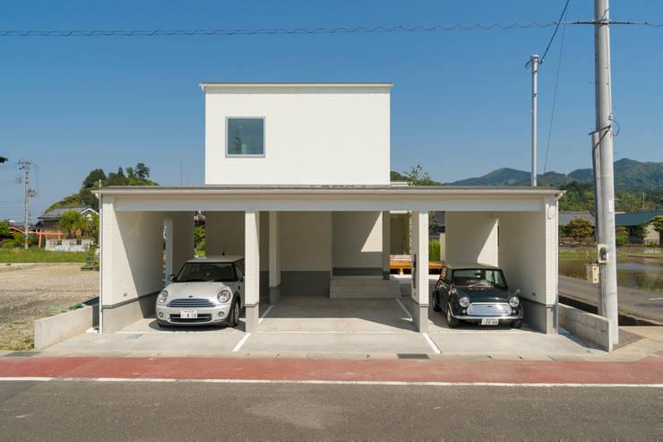 囲い庭の家 ゲートガレージ の フォーレストデザイン一級建築士事務所
