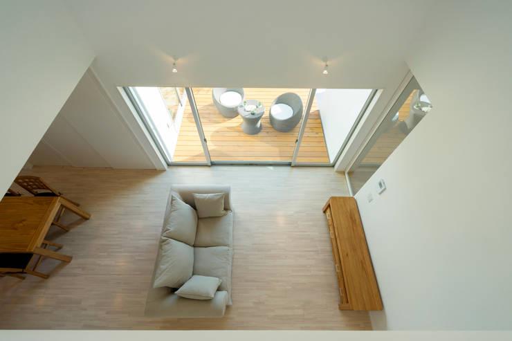 囲い庭の家 吹き抜け: フォーレストデザイン一級建築士事務所が手掛けたです。