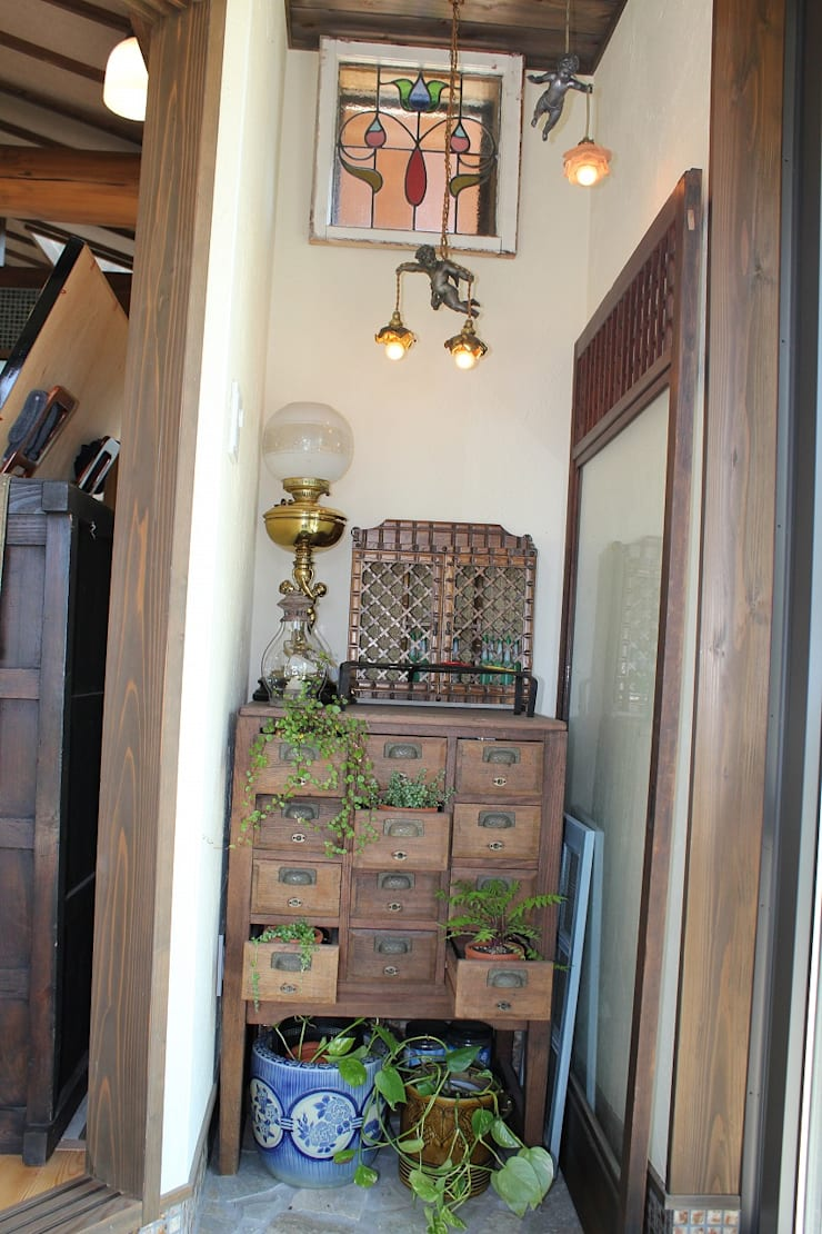 骨董建具の家: 大出設計工房 OHDE ARCHITECT STUDIOが手掛けたベランダです。