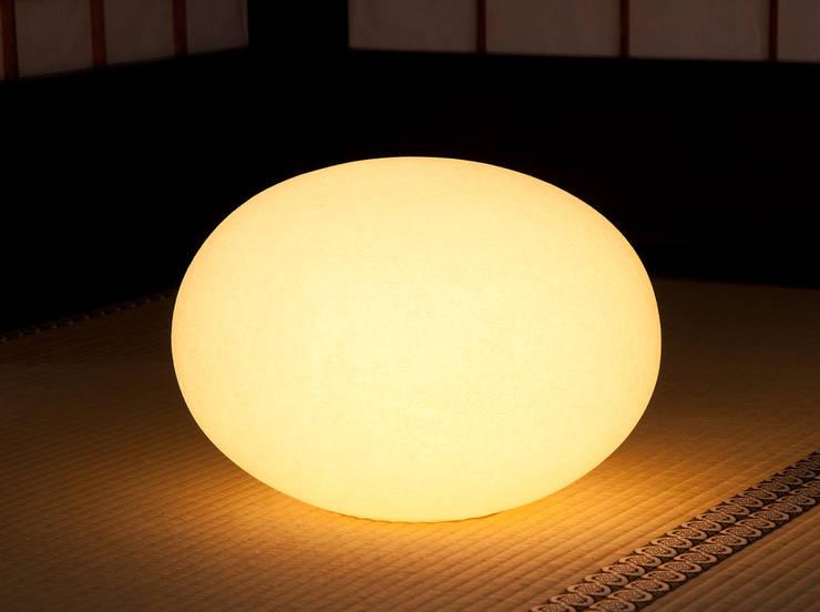 Moon-Tablestand(M): 谷口・青谷和紙株式会社が手掛けた多目的室です。