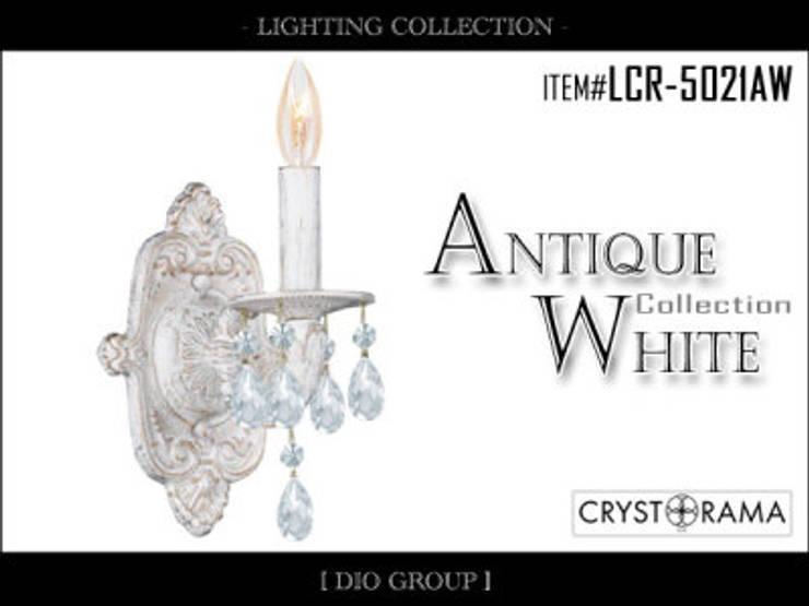 アンティークホワイト1灯ブラケット照明: 株式会社ディオが手掛けたリビングルームです。