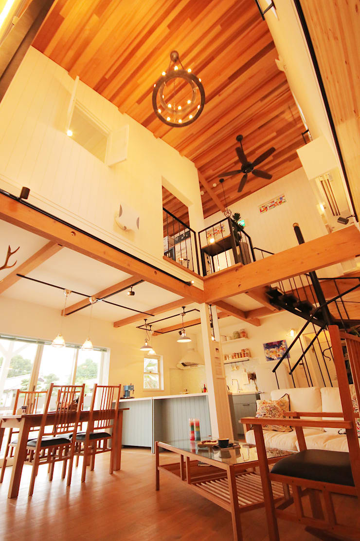 north shore house: THE MAKER'S&United Space Architectが手掛けたリビングです。