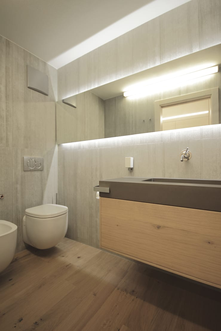 Bathroom by luigi bello architetto,