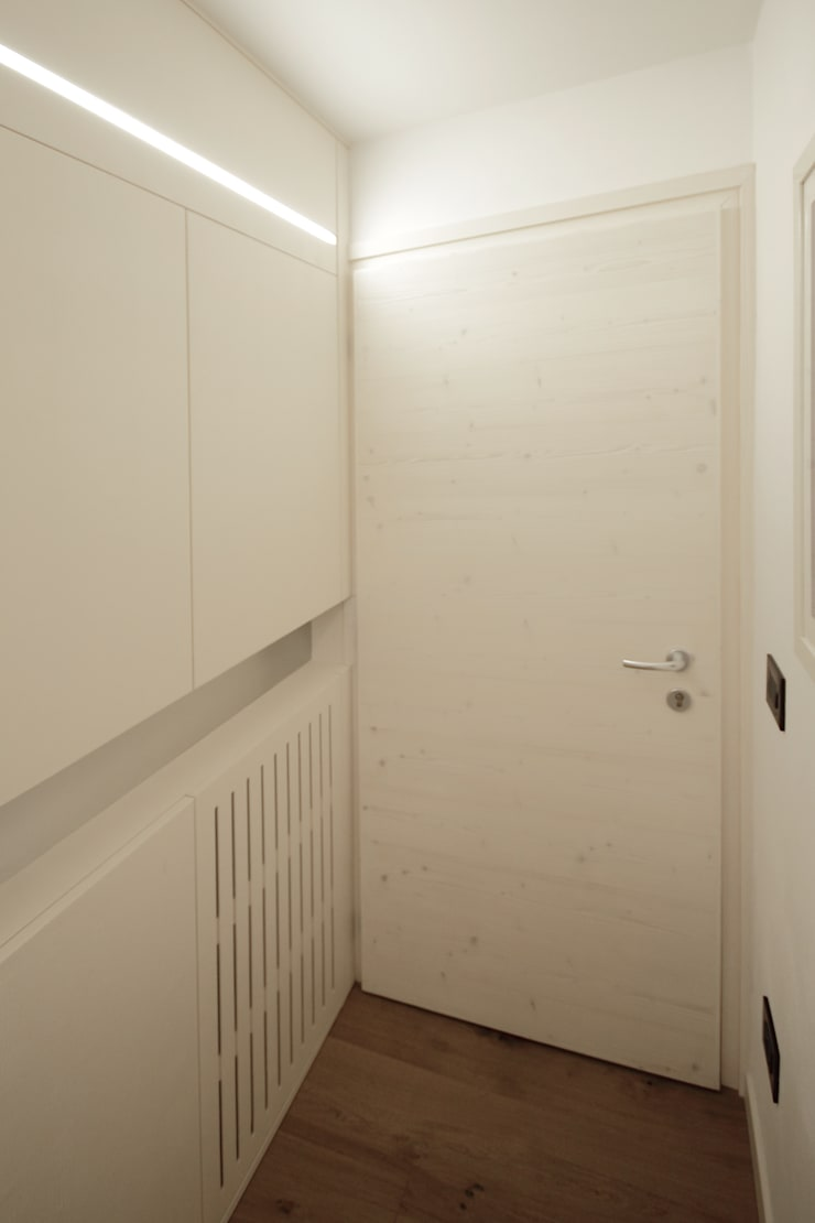 Corridor & hallway by luigi bello architetto,
