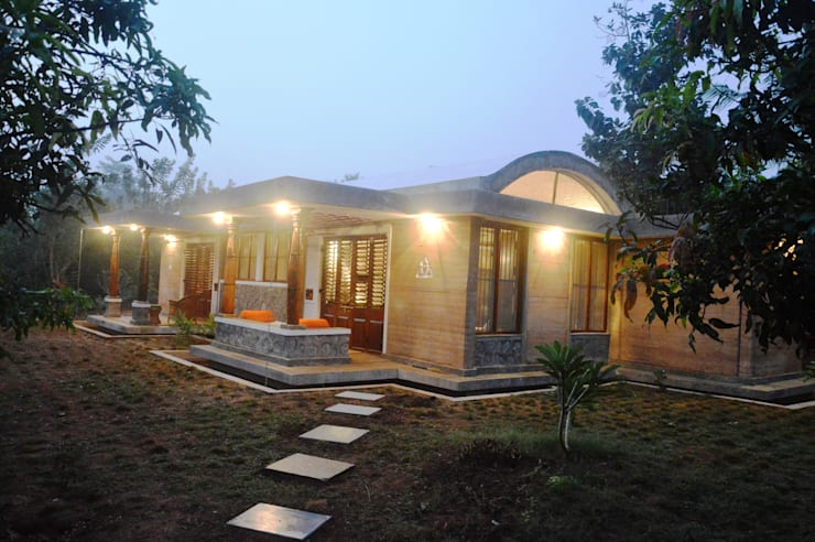 Bhatia Farm Residence:  Houses by The Vrindavan Project,Modern