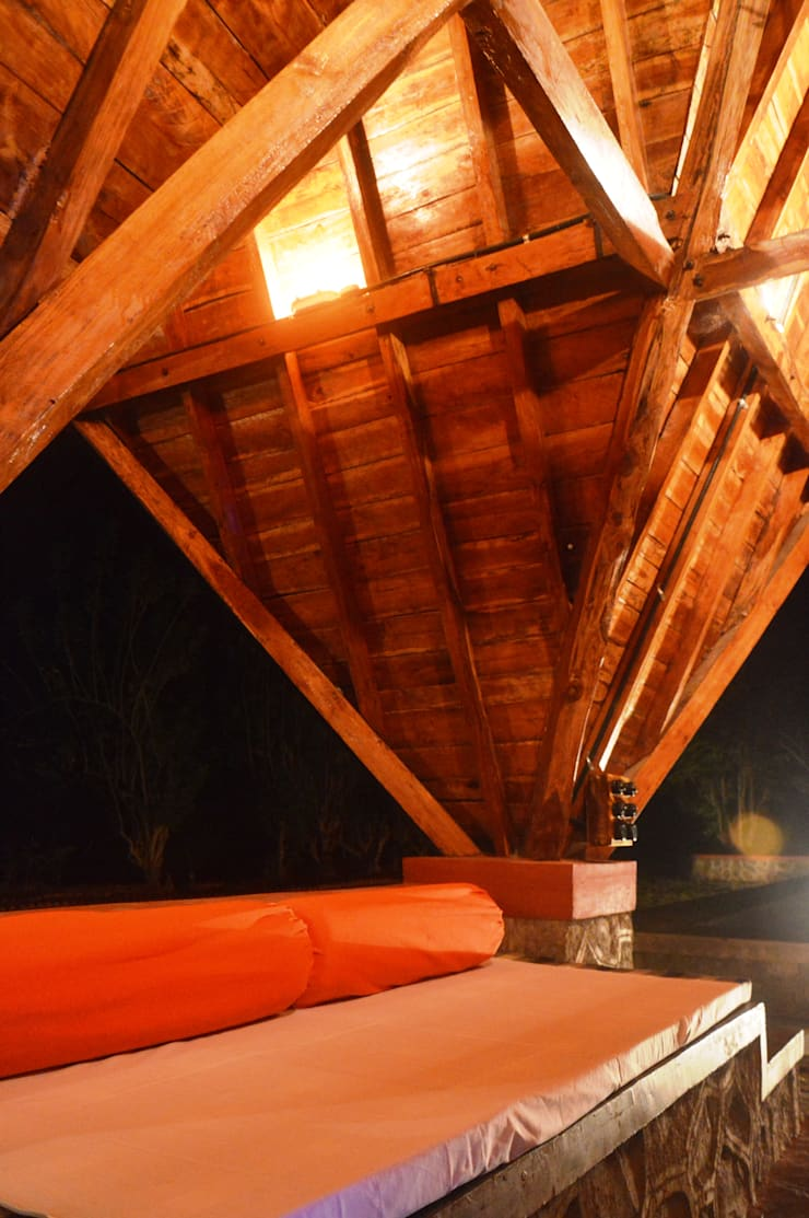 Bhatia Farm Residence:  Terrace by The Vrindavan Project,Modern