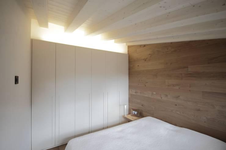 Progetti: Camera da letto in stile  di luigi bello architetto