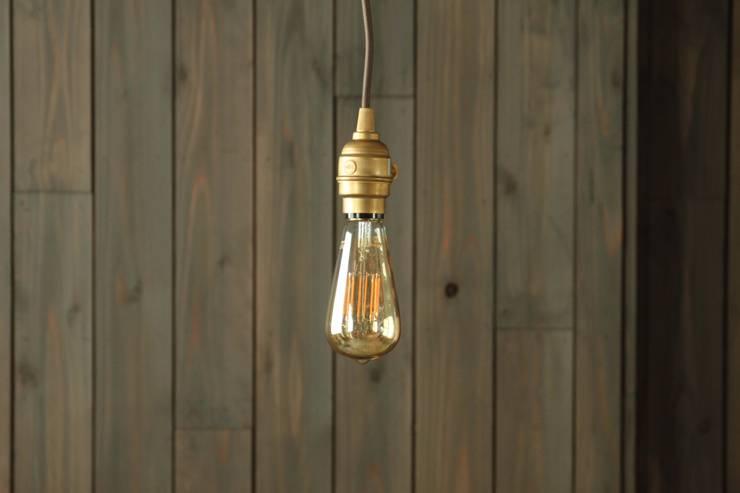 フィラメントLED電球「Siphon」  Filament LED bulb <q>Siphon</q>: Only Oneが手掛けたリビングルームです。