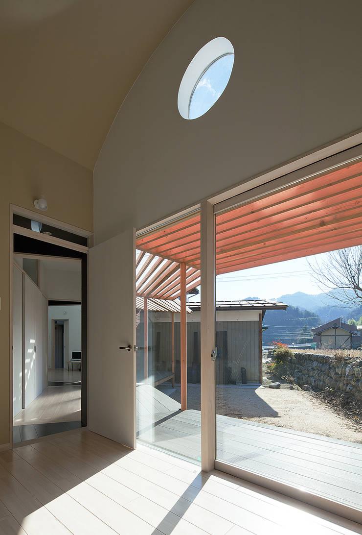 庭を眺める: 河原泰建築研究室が手掛けたです。