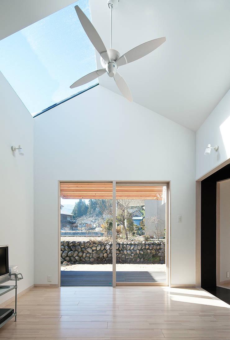 リビング: 河原泰建築研究室が手掛けたです。