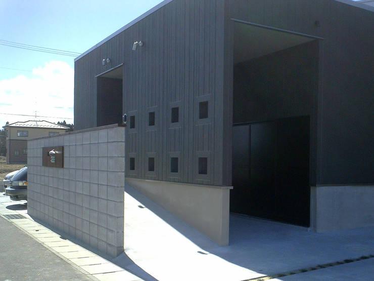 集まるイレモノ: OZAWA設計室一級建築士事務所が手掛けた家です。,