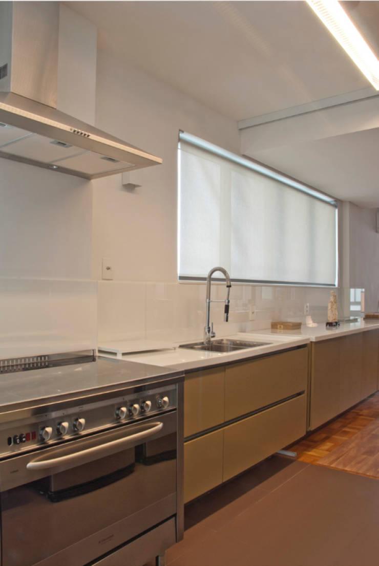 Interior | Apartamento – V: Cozinhas modernas por ARQdonini Arquitetos Associados