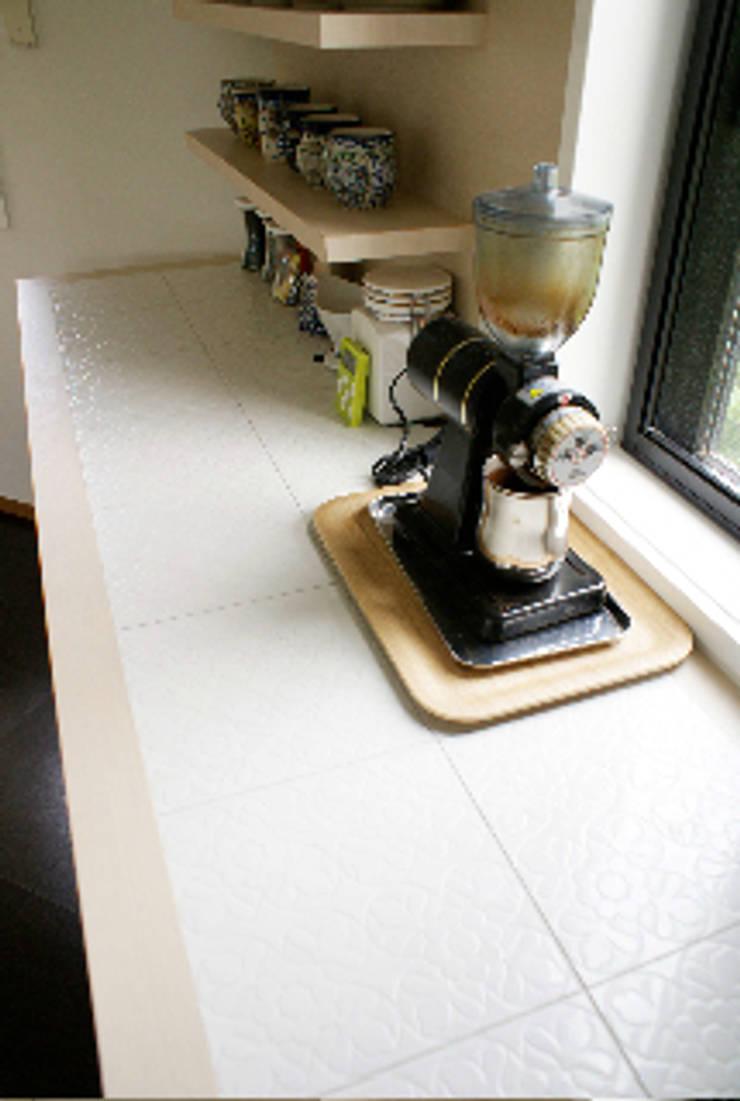 フレンチモロカンスタイルのリフォーム: WISHが手掛けたキッチンです。