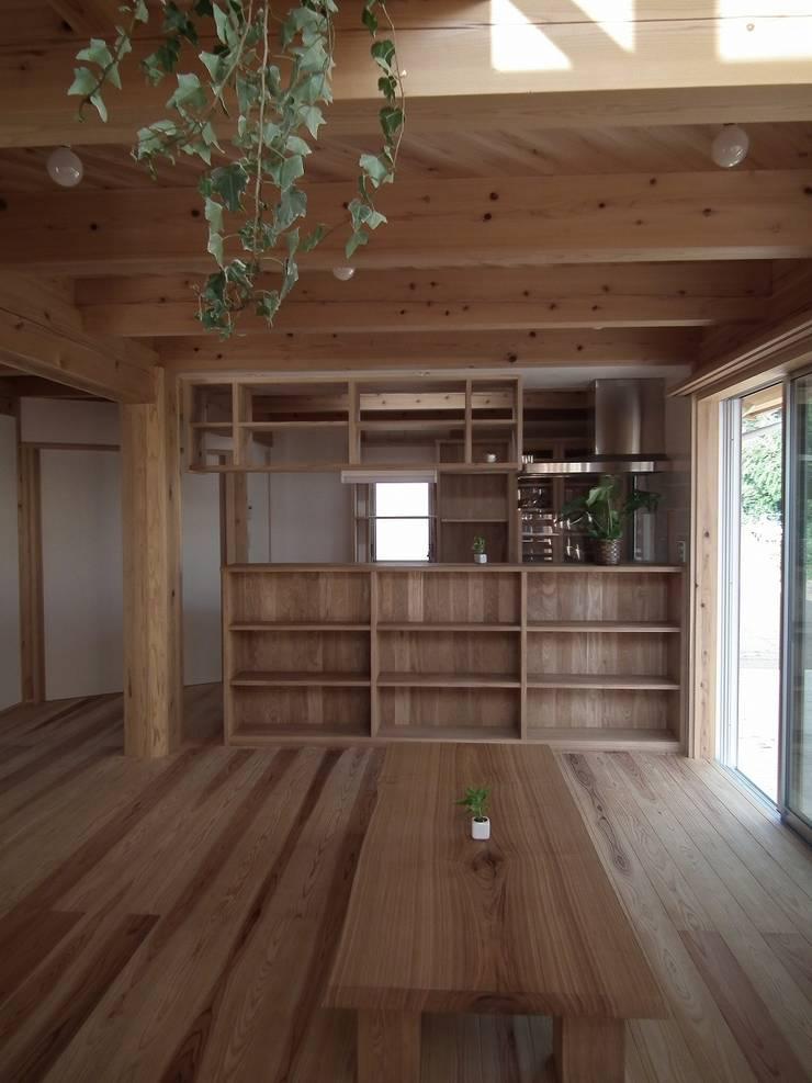 光格子の家 モダンデザインの ダイニング の 木の家づくりを応援する木住研 モダン