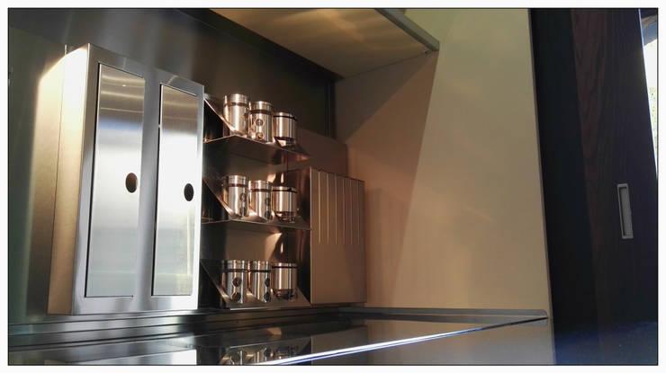 Cucina in Ecomalta - Formarredo Due & Key Cucine: Cucina in stile  di Formarredo Due design 1967, Industrial