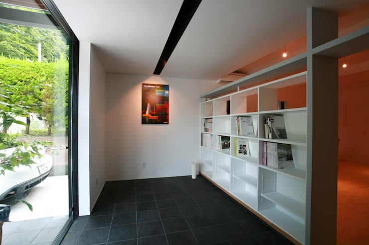 山の根の住宅: アーキグラフデザインが手掛けた書斎です。