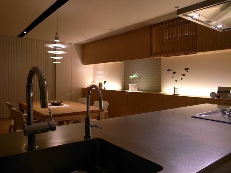 山の根の住宅: アーキグラフデザインが手掛けたキッチンです。
