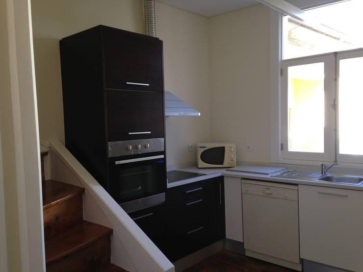 Requalificação de Apartamento:   por Pintavil, Lda.
