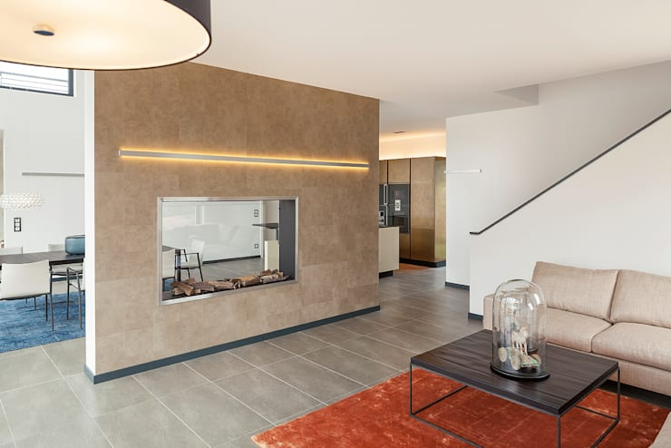 LUXHAUS Musterhaus Köln:  Wohnzimmer von Lopez-Fotodesign