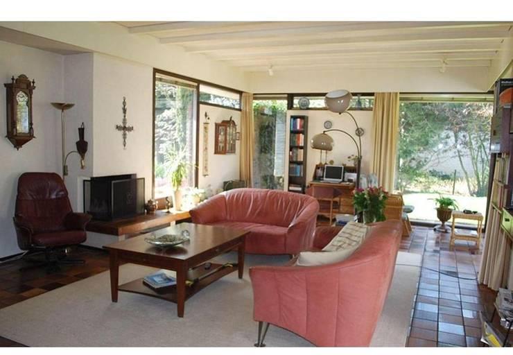 woonkamer voor restyle:   door Duoplan Doetinchem Architecten