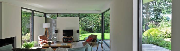 woonkamer na restyle:   door Duoplan Doetinchem Architecten