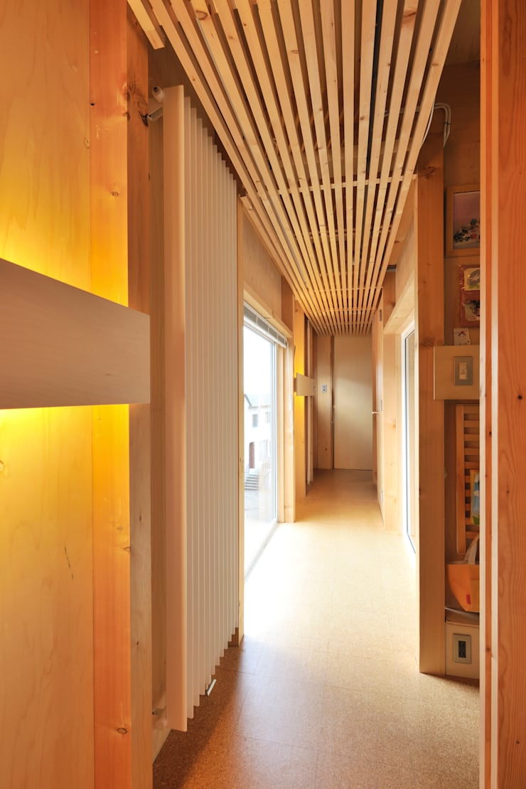 廊下、ブリッジ: ホリゾン アーキテクツが手掛けた廊下 & 玄関です。,