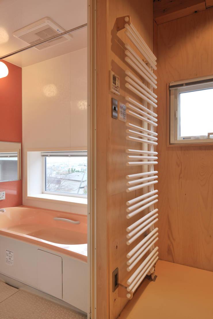 洗面所、浴室: ホリゾン アーキテクツが手掛けた浴室です。,