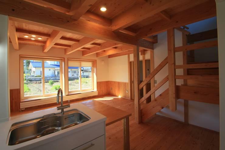 Nanhouse: (有)ガンバ建築設計が手掛けたキッチンです。,