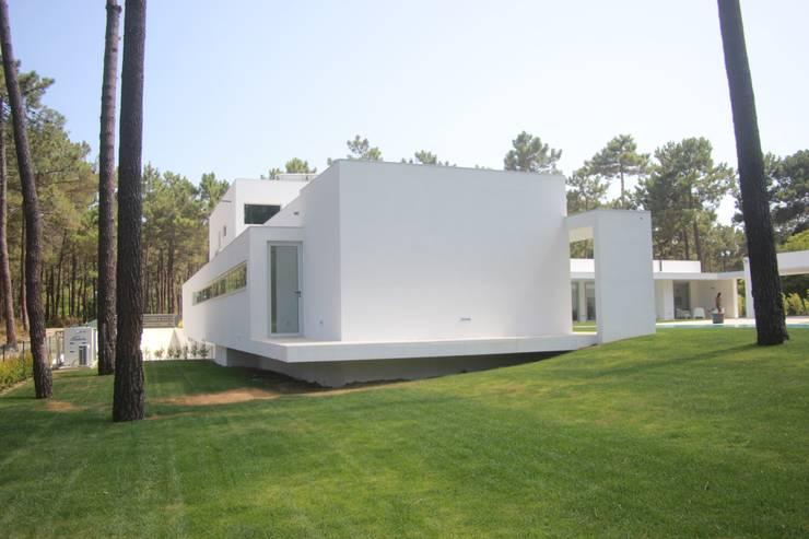 Parcelas de agrado de estilo  por Miguel Ferreira Arquitectos, Moderno