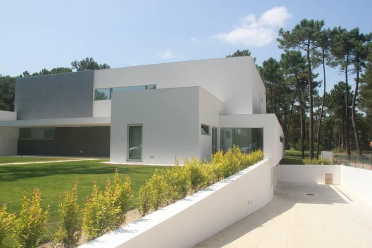 Villas by Miguel Ferreira Arquitectos