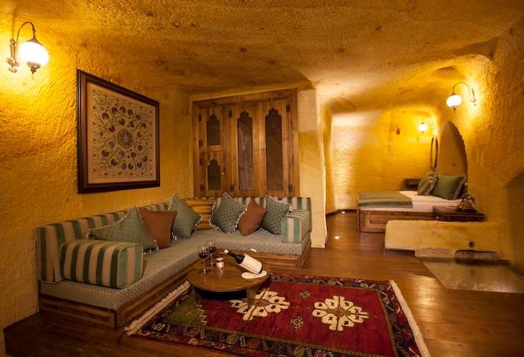 Kayakapi Premium Caves - Cappadocia – Muhittin Toker evi Öncesi ve Sonrası: rustik tarz tarz Oturma Odası