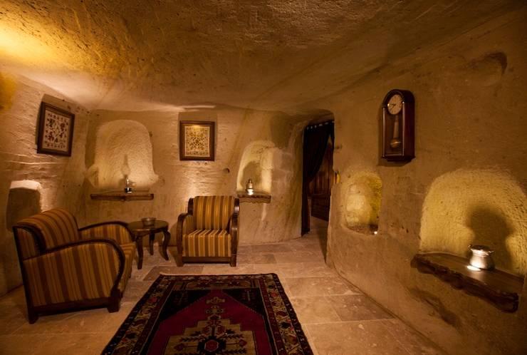 Kayakapi Premium Caves - Cappadocia – Emine Hanım evi Öncesi ve Sonrası:  tarz Oturma Odası