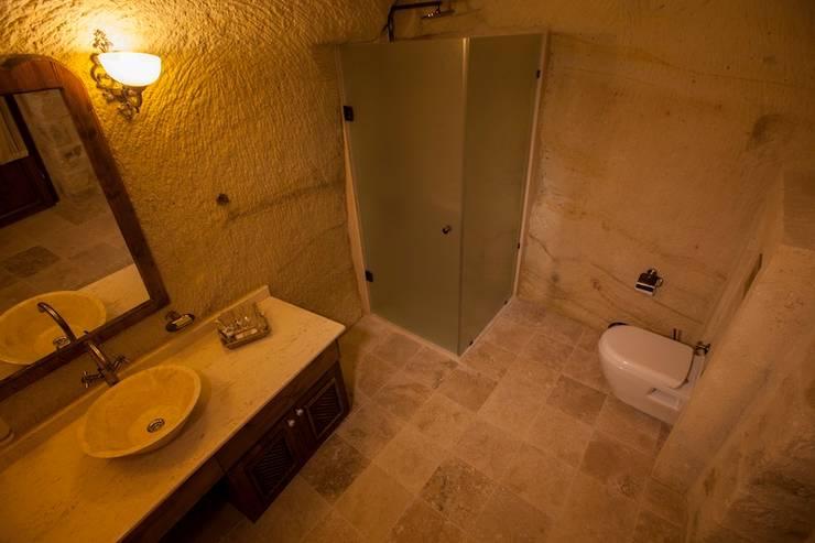 Kayakapi Premium Caves - Cappadocia – Kunduracı Mehmet evi Öncesi ve Sonrası:  tarz Banyo