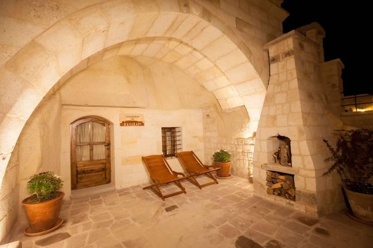 Terrazas de estilo  de Kayakapi Premium Caves - Cappadocia