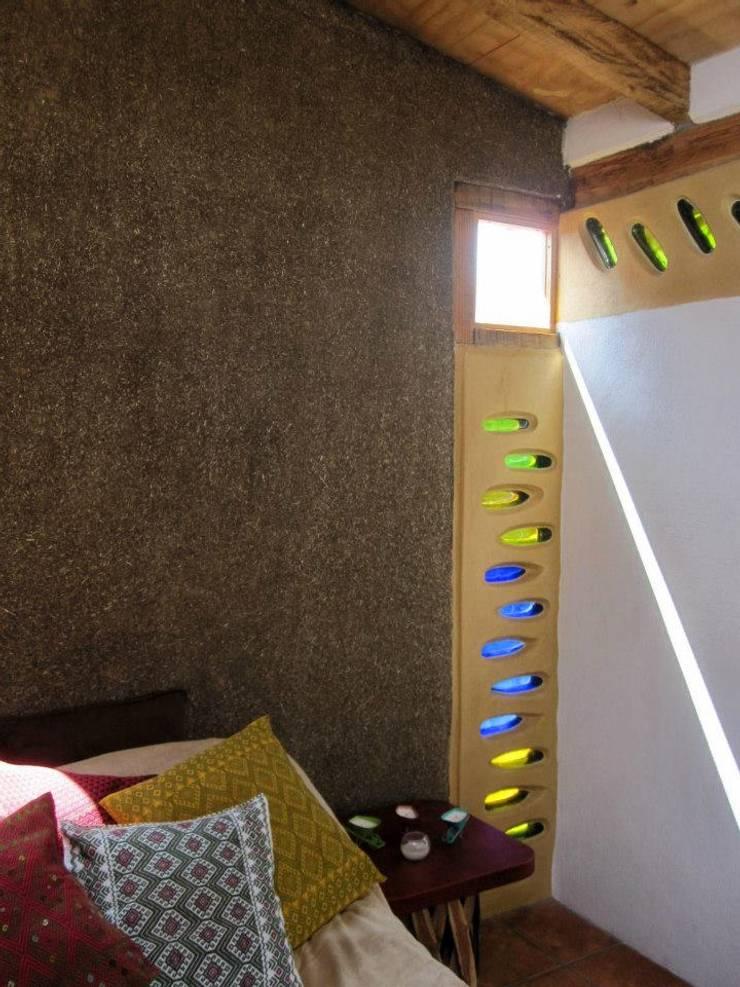 Living room by MORO TALLER DE ARQUITECTURA,