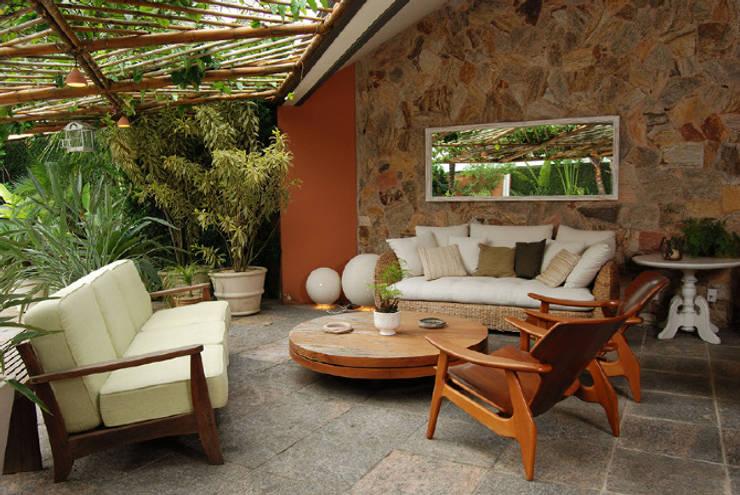Interiores: Jardins  por Ernani Freire Arquitetos Associados