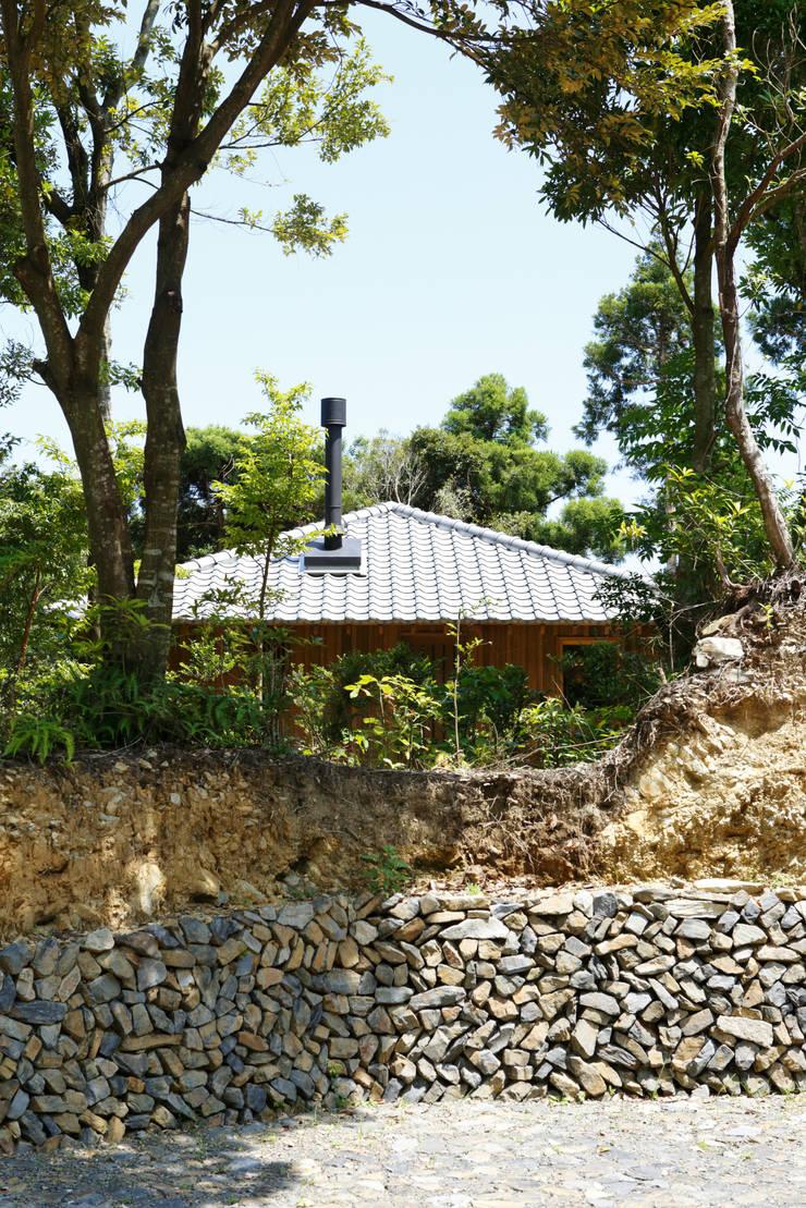 屋久島のアロマサロン: info5381が手掛けた家です。,モダン