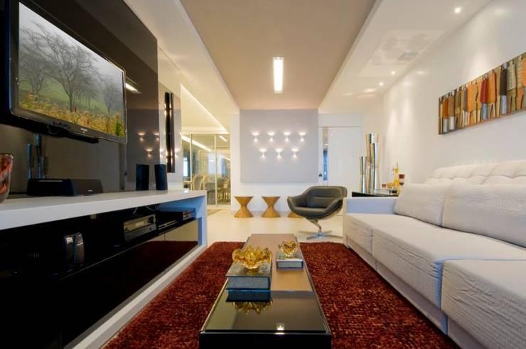 APto 160m: Salas de estar  por Allysandra Delmas - Arquitetura e Interiores