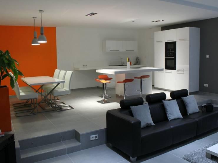 Appartement: Salle à manger de style  par Atrmosphere Agencement